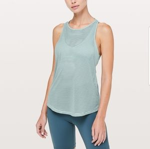 Lululemon fully flexed 2 in 1 tank cloud blue sz 4